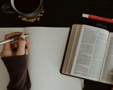 ¿Cómo estudiar la Biblia? 2 métodos sistemáticos para hacerlo bien