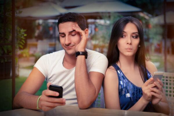 problemas de las redes sociales en una relación